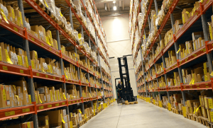 guy in a contract warehouse advantages disadvantages